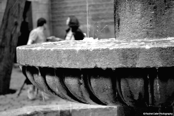 couple at fountain in Spain Rachel Cater Photography